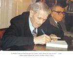1993. Dând autograf pe cartea Iuliu Maniu în faţa istoriei