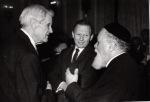 1993. Împreună cu ambasadorul Israelului