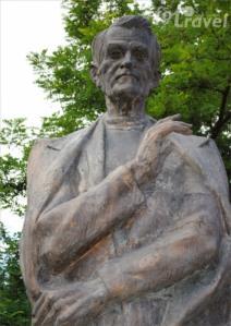 statuie c. coposu-zalau-foto mirel matyas